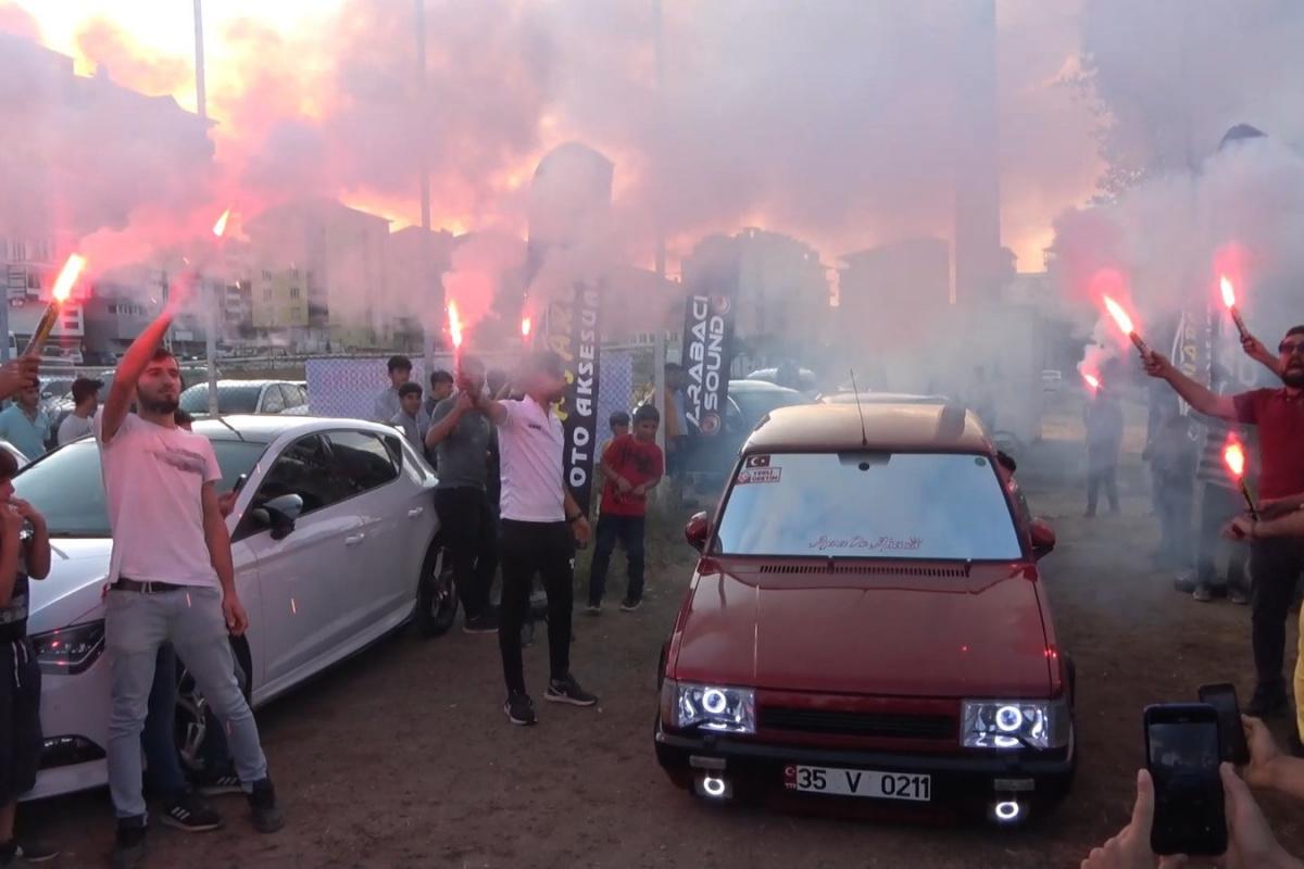 Tatvan'da ilk defa düzenlenen araba fuarına vatandaşlardan büyük ilgi