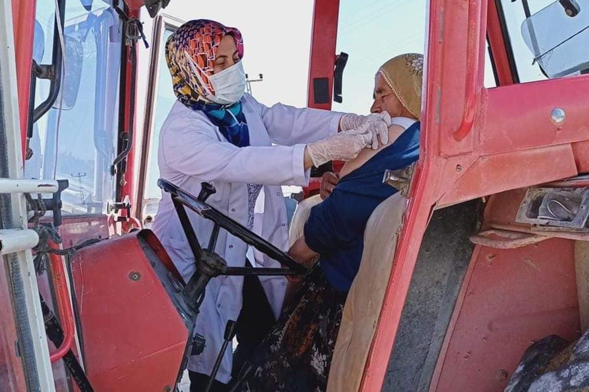 Traktör üzerinde aşı