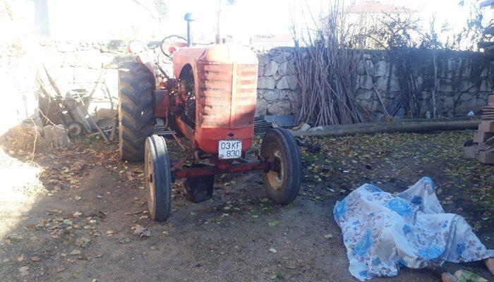 Traktörü tamir etmek için yaktığı ateş canına mal oldu