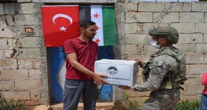 Türk ordusundan İdlib'deki ihtiyaç sahibi ailelere gıda yardım