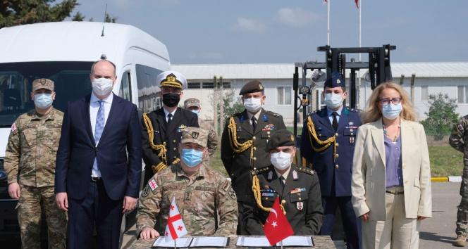Türkiye, Gürcistan'a askeri havaalanı için araç ve teçhizat hibe etti