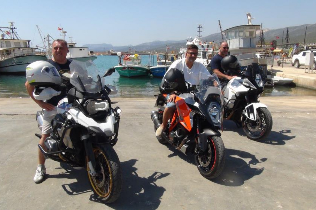Türkiye'nin güvenilir bir ülke olduğunu ispatlamak için Almanya'dan motosikletleri ile geldiler