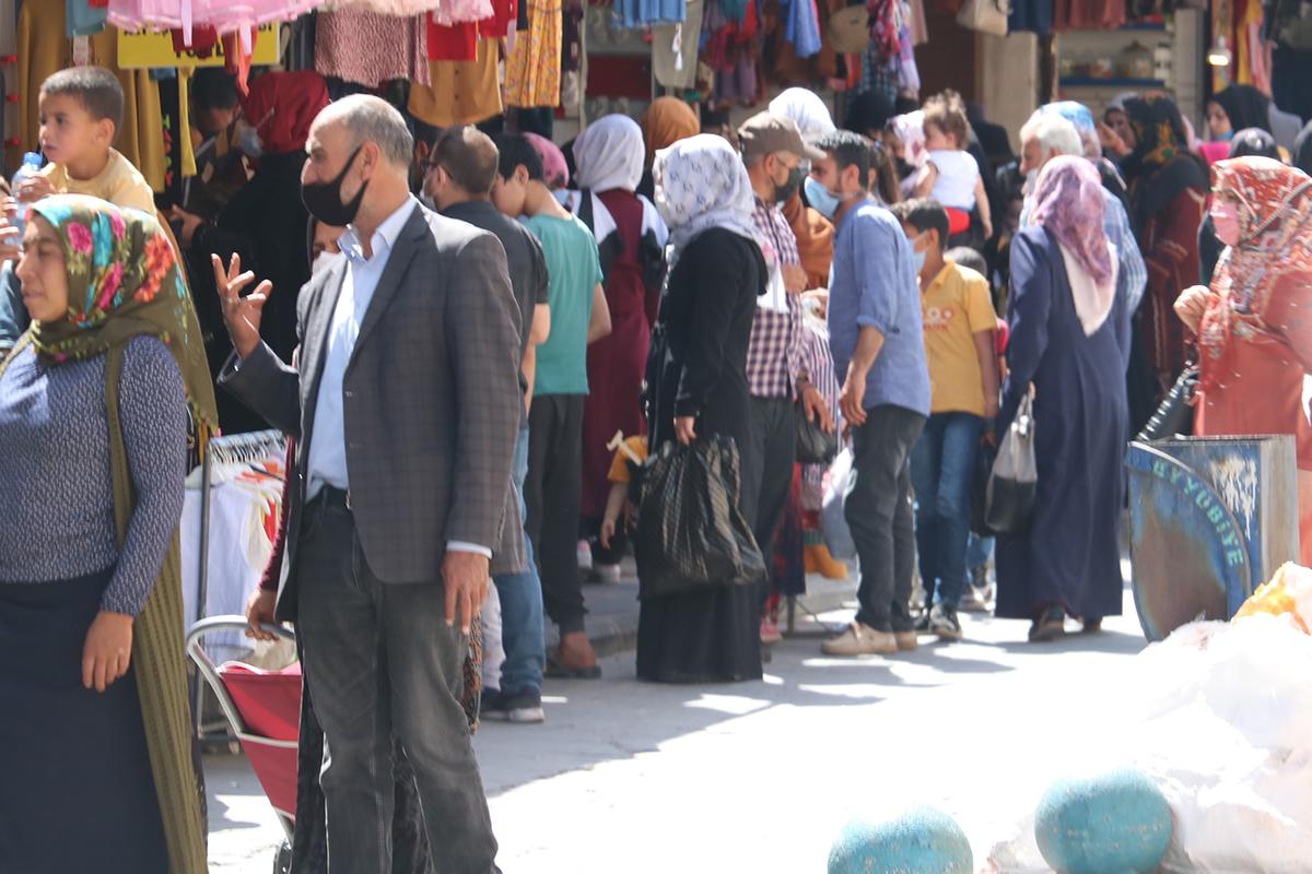 Türkiye'nin 'kırmızı' kategorideki tek ilinde aşı olanlar aşısızlara tepkili