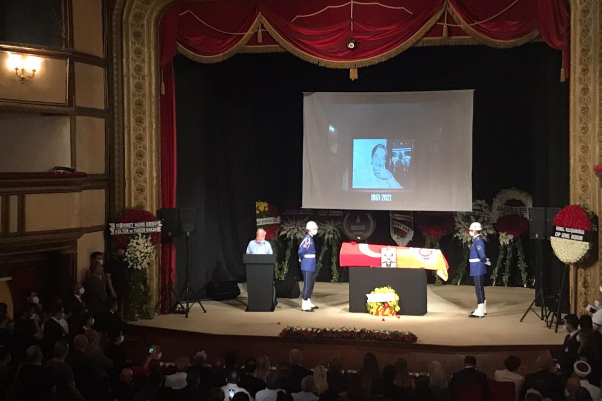 Usta tiyatrocu Ferhan Şensoy son yolculuğuna uğurlandı