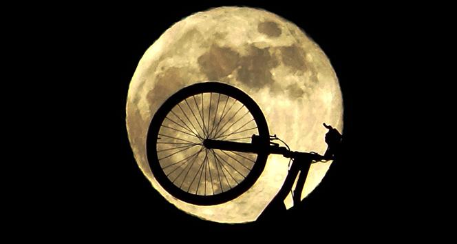 Van'da 'Süper Ay' görsel şölen oluşturdu