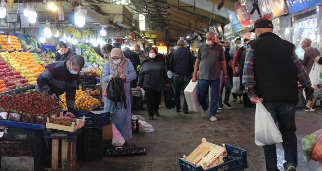 Vatandaşların kısıtlama öncesi alışveriş telaşı