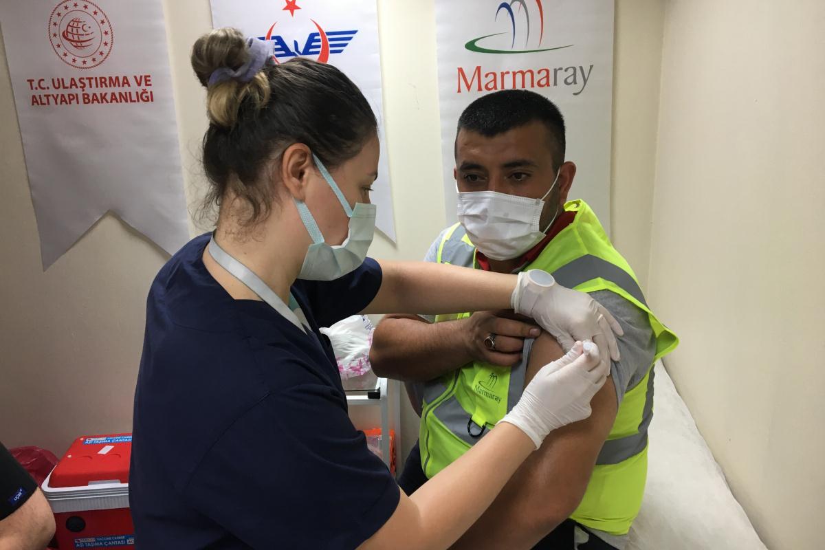 Yenikapı'da 'İki Tren Arası Aşı' uygulaması başladı