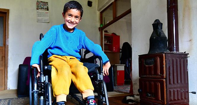 Yeşilyurt'ta engelli çocuğa engelli araç hediyesi