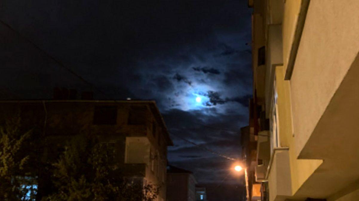 Depremin habercisi olduğu söylenen Mavi Dolunay İstanbul\'dan görüldü