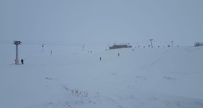 Uludağ\'da kar yağışı başladı