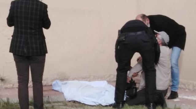 Acılı eş, 8'inci kattan düşüp ölen karısının başında gözyaşı döktü