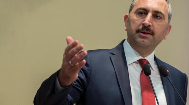 Adalet Bakanı Gül: Kaynar kazanı döküyor serbest kalıyor, süt kazanına giriyor tutuklanıyor