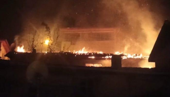 Amasya'da ahşap ev alev alev yandı