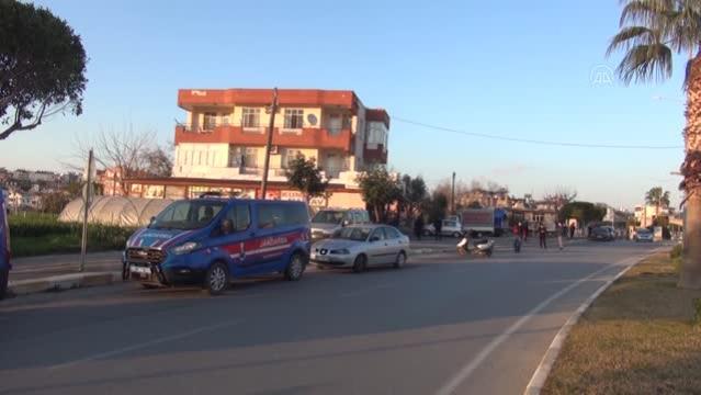 Antalya'da, psikolojik tedavi gördüğü ileri sürülen bir kişi, annesini bıçakla öldürdü
