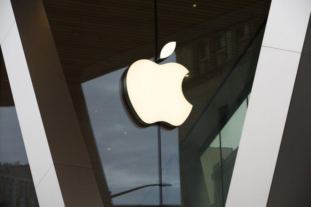 Apple iki farklı katlanabilir iPhone için patent başvurusunda...
