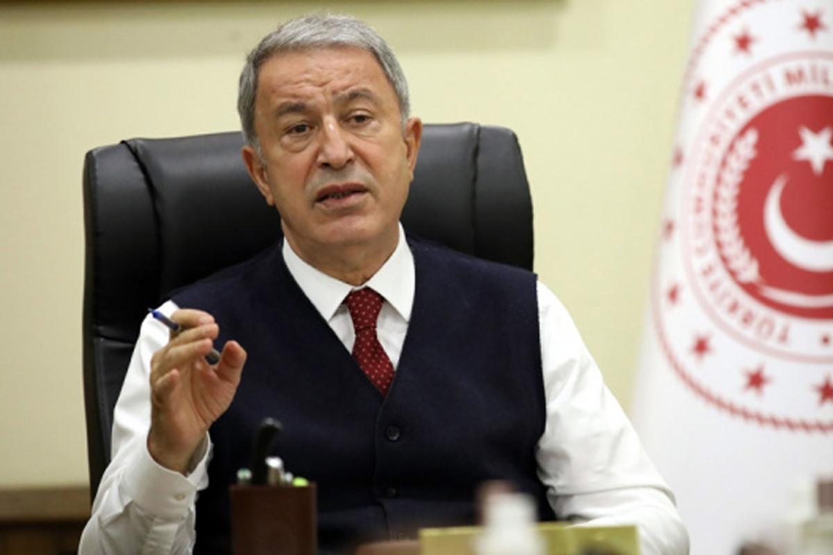 Bakan Akar: 'Mehmetçiğin nefesi enselerinde'