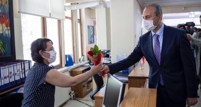Bakan Gül noterler gününü kutladı