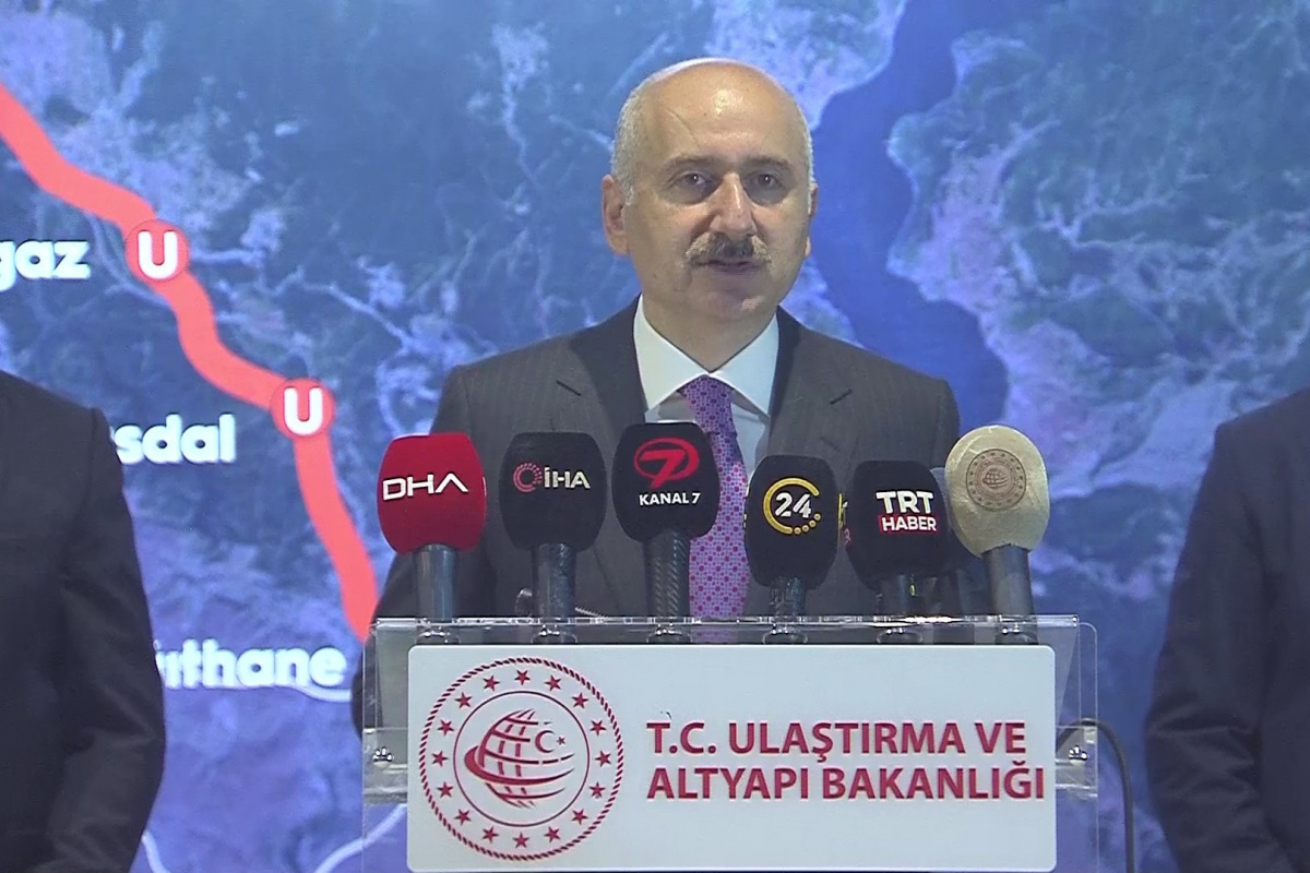 Bakan Karaismailoğlu: 'Havalimanı metrosunda Kasım ayında test sürüşlerini başlatacağız'