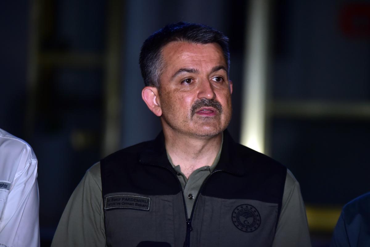 Bakan Pakdemirli: '125 yangından 117'si kontrol altına alındı, 8 noktada yangın devam ediyor'