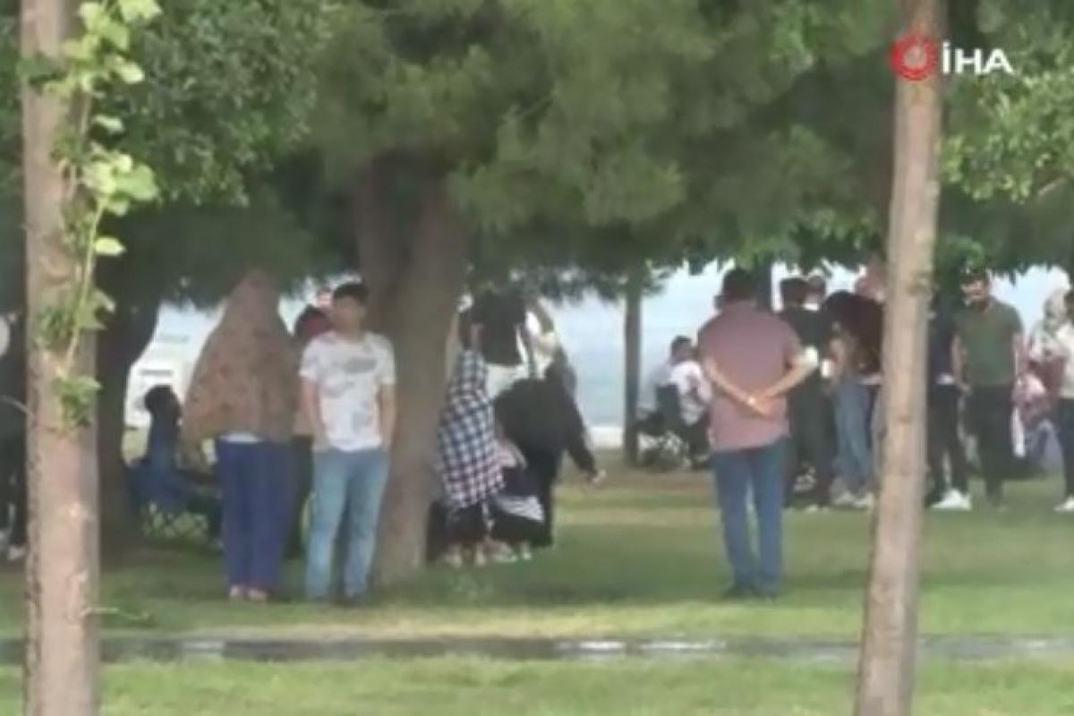 Bakırköy Sahili'nde piknikçiler yağmura yakalandı