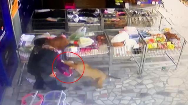 Başkent'te pitbull dehşeti! Anneannesinin kucağındaki küçük kızı zıplayıp yakaladı