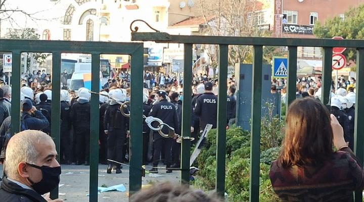 Boğaziçi'nin kapısına takılan kelepçeyle ilgili inceleme başlatıldı, polis FETÖ'cülükle de suçlandı
