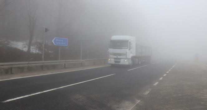 Bolu Dağı'nda sis, görüş mesafesini 10 metreye düşürdü