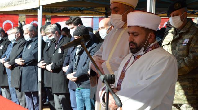 Çığ şehidinin cenaze namazını imam ağabeyi kıldırdı