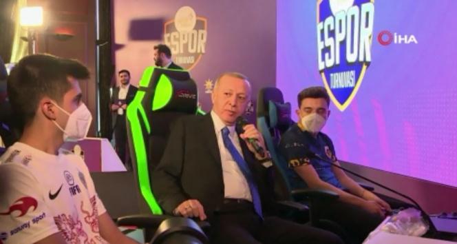 Cumhurbaşkanı Erdoğan e- Spor Turnuvası'nın final maçını izledi
