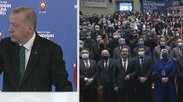 Erdoğan, salondaki sönük havayı görünce rahatsız oldu: Burada müzik yok mu?