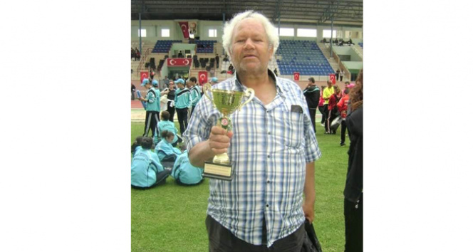Geçirdiği kaza sonucu boynu kırılan duayen spor hocası sağlığına kavuştu