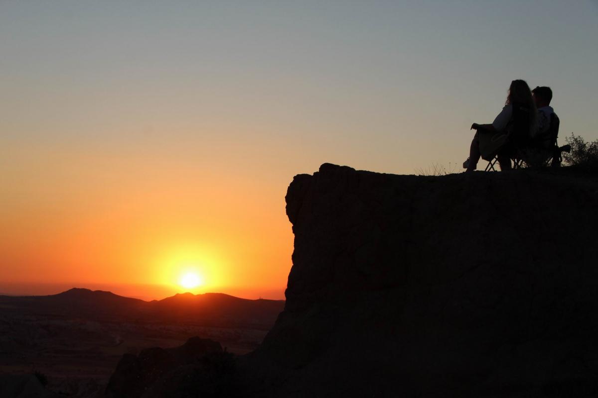 Her gün binlerce kişi günbatımını izlemek için Kapadokya'ya akın ediyor