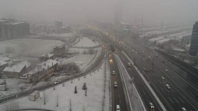 İstanbul'da kar yağışı sonrası oluşan kartpostallık manzara drone ile görüntülendi