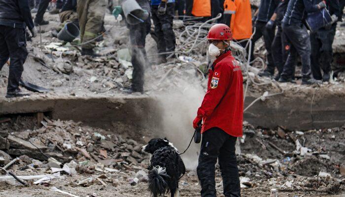 İzmir depreminde kurtarıcıları oldular! İşte Türkiye'nin isimsiz kahramanları