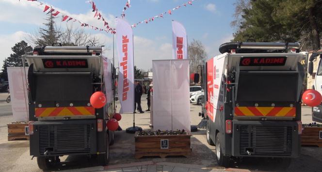 Kademe A.Ş. Pınarhisar Belediyesi için ürettiği yerli ve milli yol süpürme araçlarını teslim etti