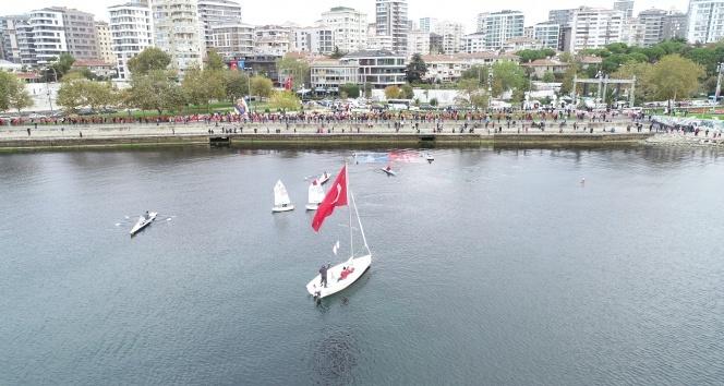 """Kadıköy'de 10 Kasım'da """"Ata'ya saygı zinciri"""" oluşturuldu"""