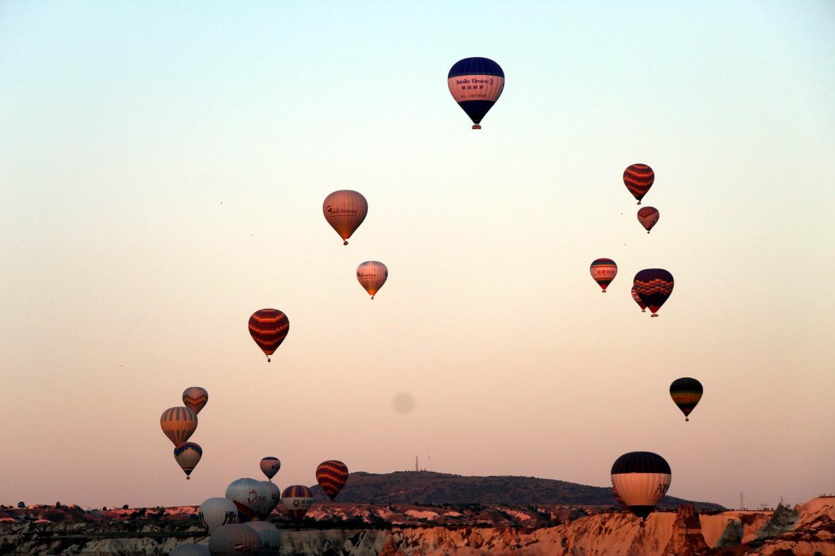 Kapadokya'da gökyüzünde görsel şölen