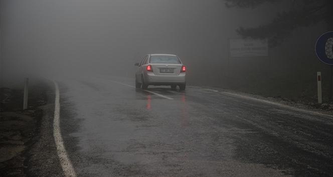Kazdağları'nda sis ve yağışlı hava trafiği olumsuz etkiliyor