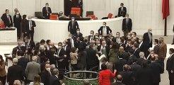 Meclis'te gergin bütçe görüşmesi! AK Partili ve HDP'li vekiller birbirlerinin üzerine yürüdü