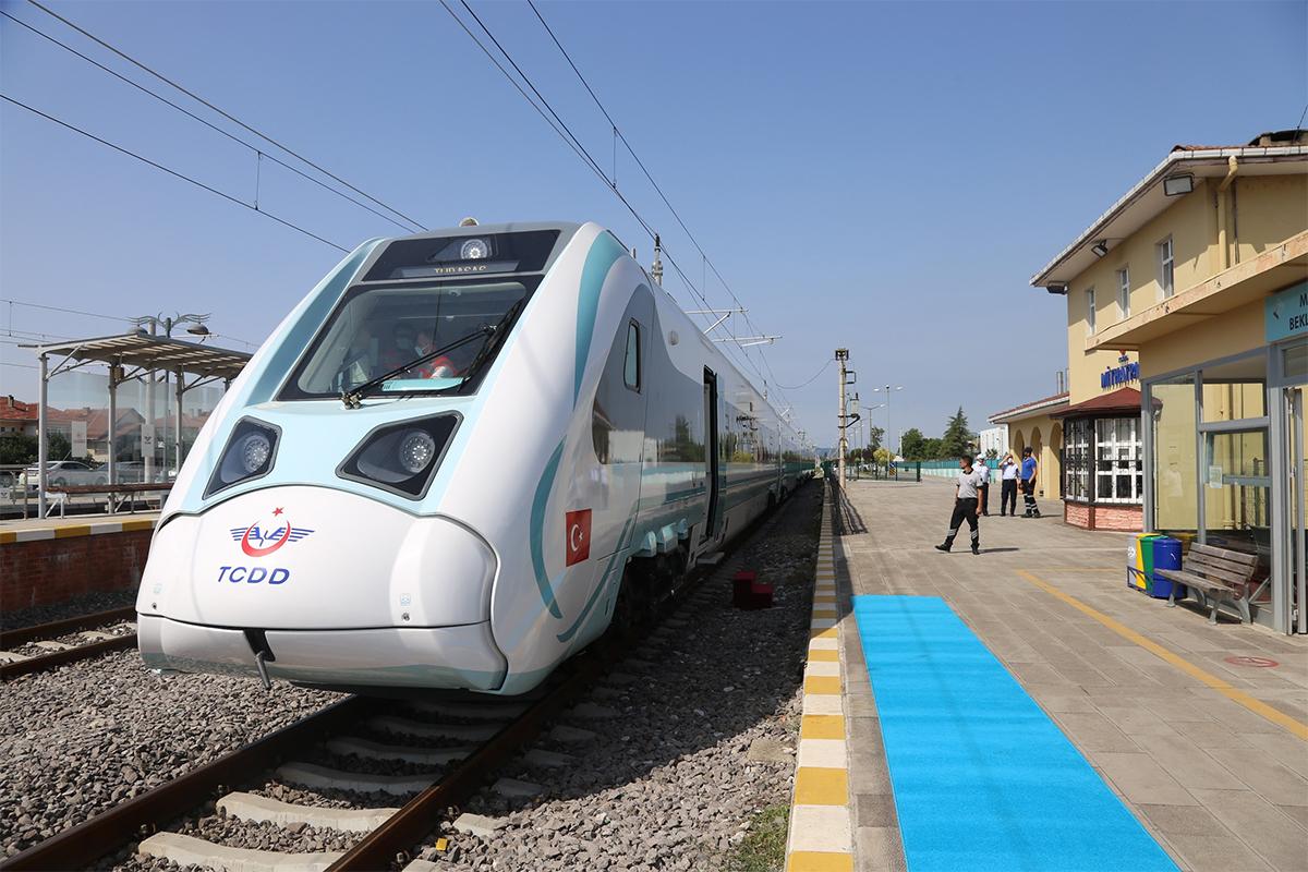 Milli Elektrikli trenin son testi Cumhurbaşkanı Erdoğan ve Bakan Karaismailoğlu'nun startıyla gerçekleşti