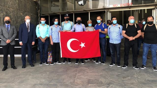 Nijerya'da serbest bırakılan 15 Türk gemici Türkiye'nin Abuja Büyükelçiliği'ne getirildi