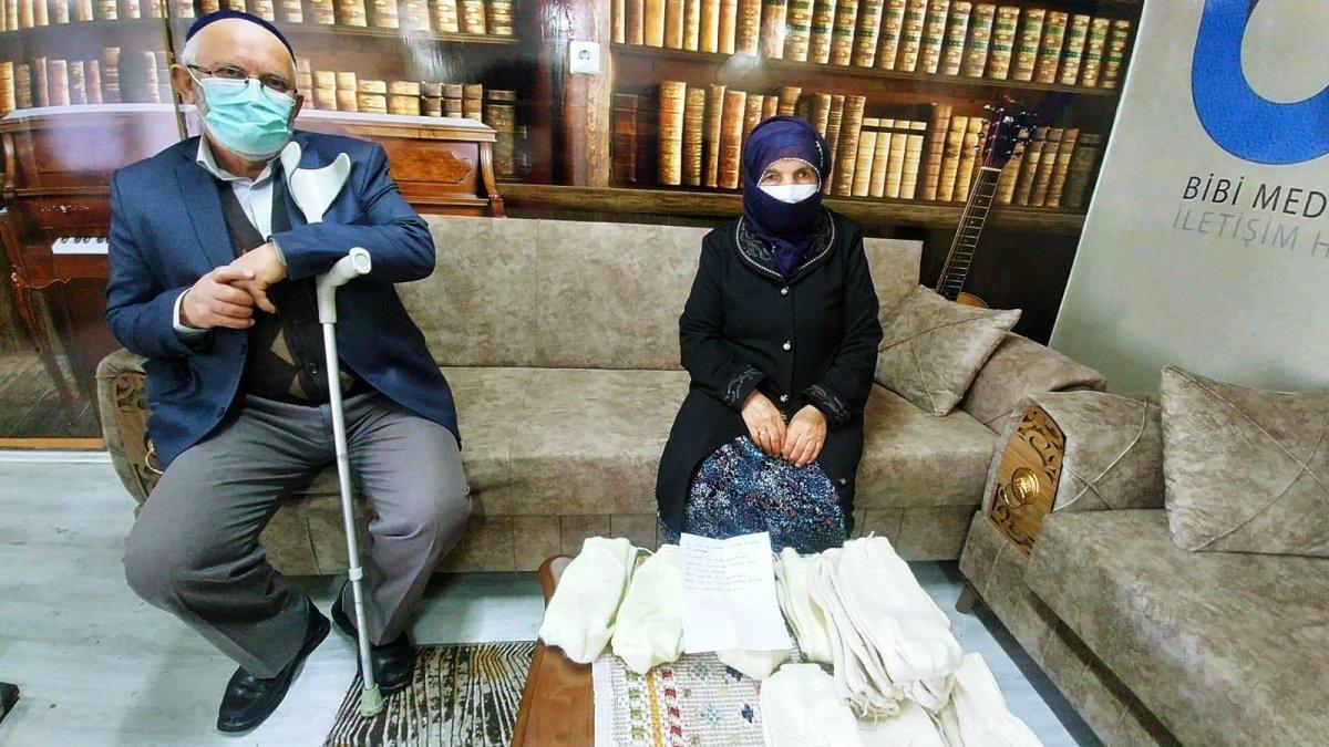 Ordu'da 87 yaşındaki Şahinde Nine ördüğü çorapları Mehmetçik'e gönderdi