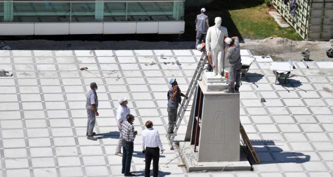 Otopark çalışmasının ardından Atatürk büstü yerine konuldu
