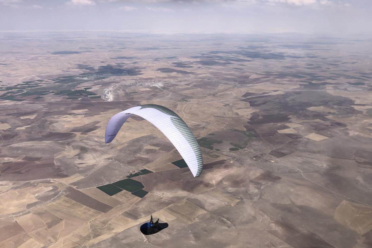 Paraşütle Türkiye rekoru: 9 saat boyunca 375 kilometre uçtular