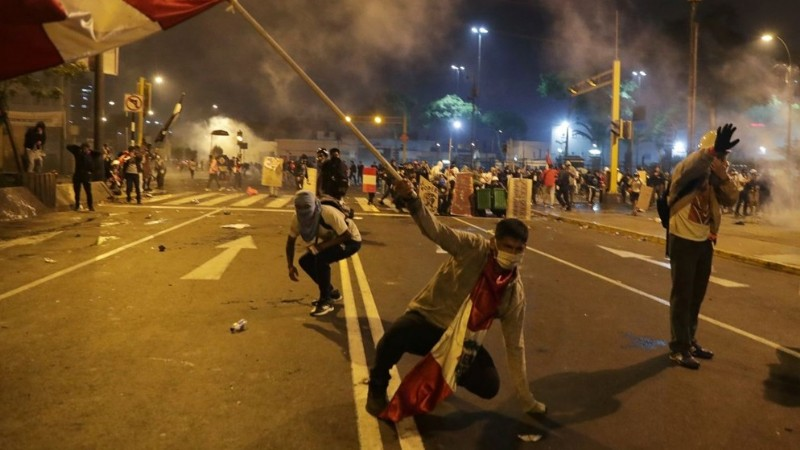 Peru'da protestolar istifa getirdi