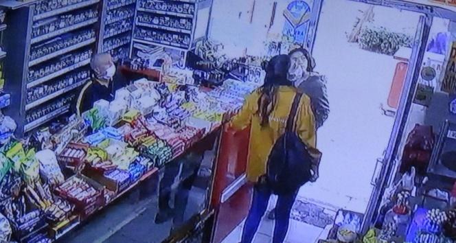 Pişkinliğin bu kadarına da pes: Yolda yürüyen kızın yüzüne hapşırmıştı, geri dönüp görüntüsünü izlemiş