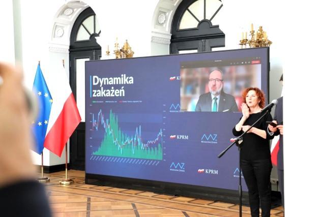 Polonya, iki doz Covid-19 aşısı olanları karantinadan muaf tuttu