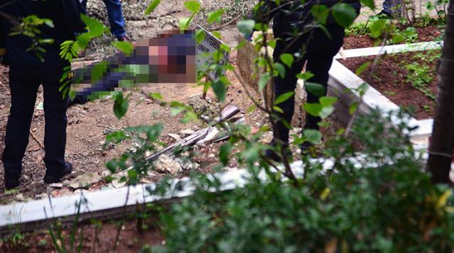 Pompalıyla karnından vurulan genç, babasının mezarı başında ölü bulundu