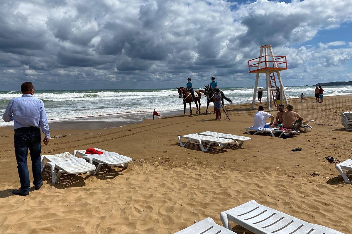 Sarıyer'de kötü hava koşulları nedeniyle denize girmek yasaklandı