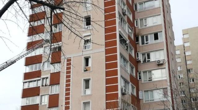 Son Dakika: Apartmandakiler panikle dışarıya koştu! Bahçelievler'de 14 katlı binada patlama